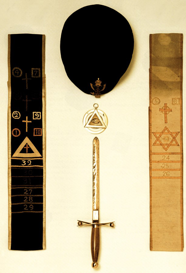 Aleister Crowley Masonic Headdress Medaillon Copper Dagger Golden Dawn Sashes